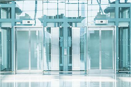 Collage de vitrage sur structure d'ascenseur et sur baies coulissantes