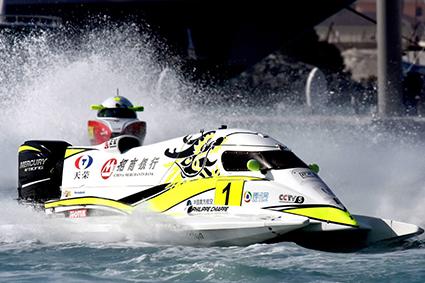 Bateau de course, F1 motonautique, philippe chiappe pour dessertenne motorsport