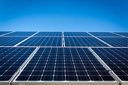 Découpe à façon d'isolant électrique pour panneaux solaires